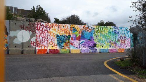 קירות מדברים אומנות רחוב בשתולה