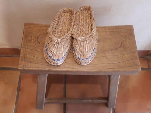נעלי קש