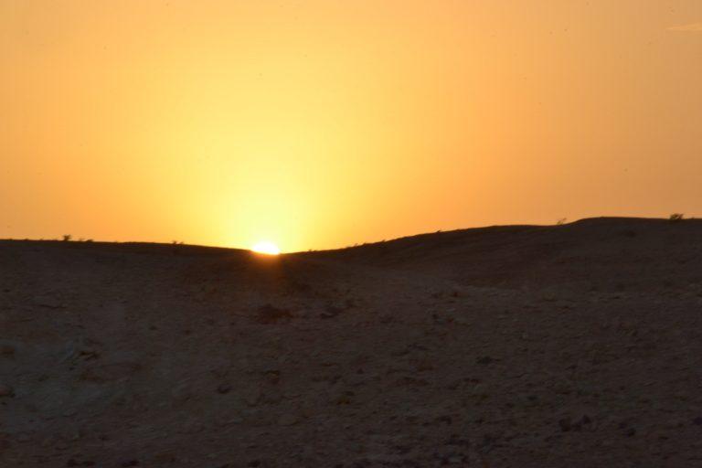שקיעה במדבר