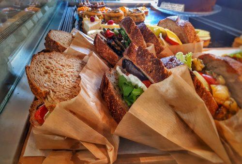 בתי קפה ומסעדות מומלצות בגליל המערבי קורון פטיסרי קיבוץ עברון
